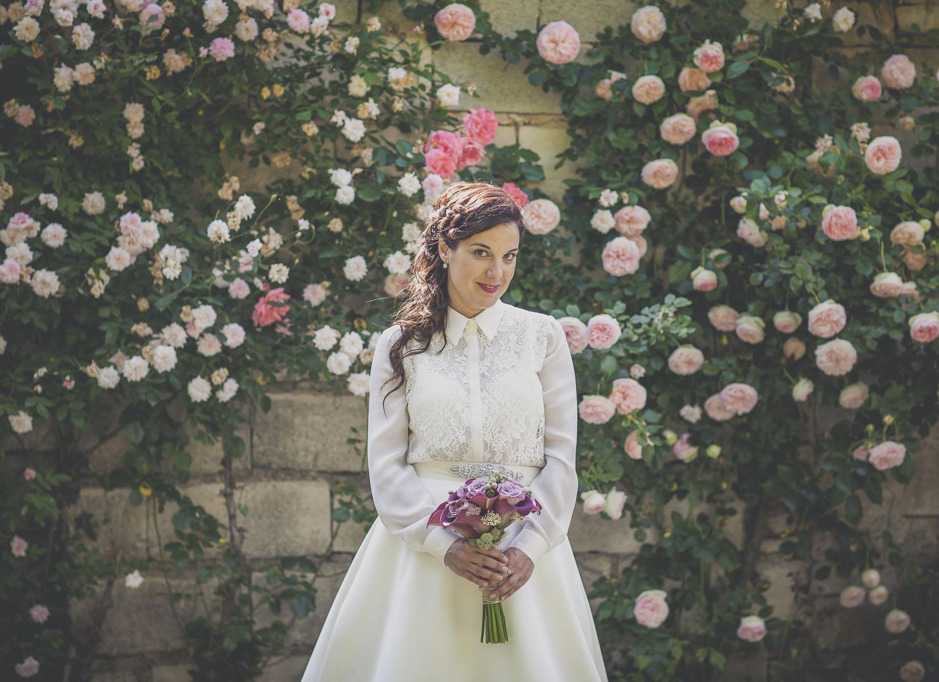novia en boda y flores - aldatz fotografía - fotógrafo: Iñaki Aldatz